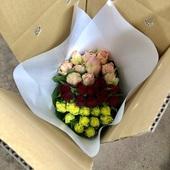 Sサイズ(40-50㎝)のバラを30本入れてお届け致します。